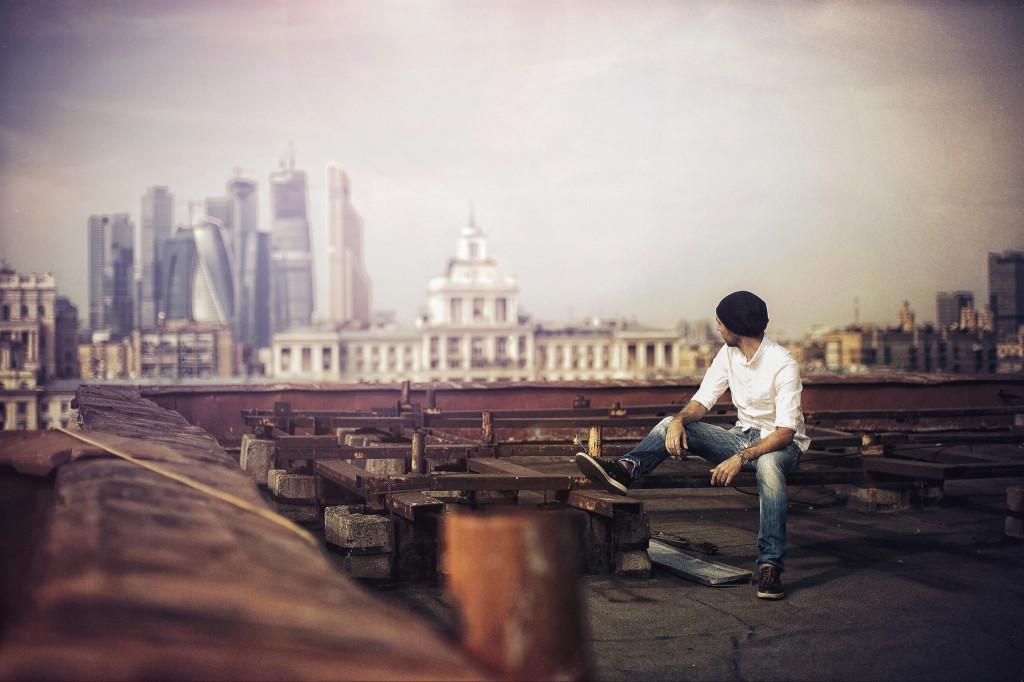 587879_fotograf_gorod_kryisha_2048x1365_(www.GdeFon.ru)